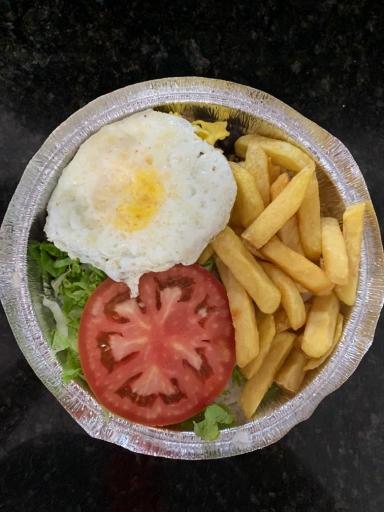 Hamburger Com Ovo Frito + Copinho de Toby