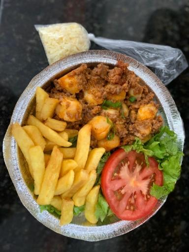 Nhoque A Bolonhesa (Arroz, Fritas ,salada)