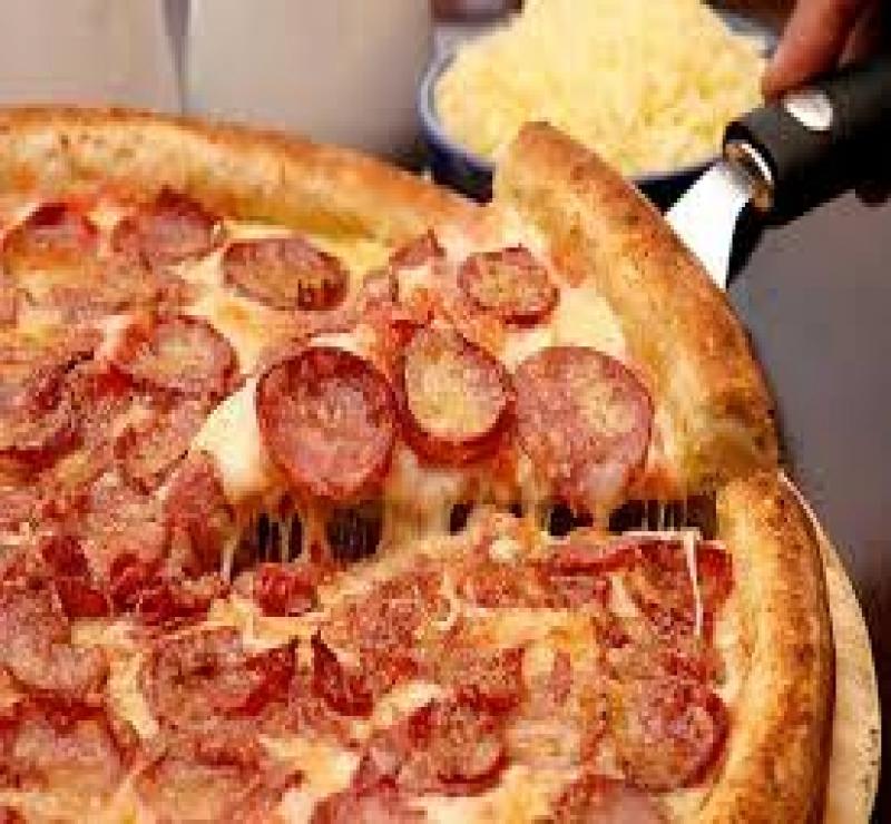 Pizza Média Calabresa + 1 Pizza Média + Kuat