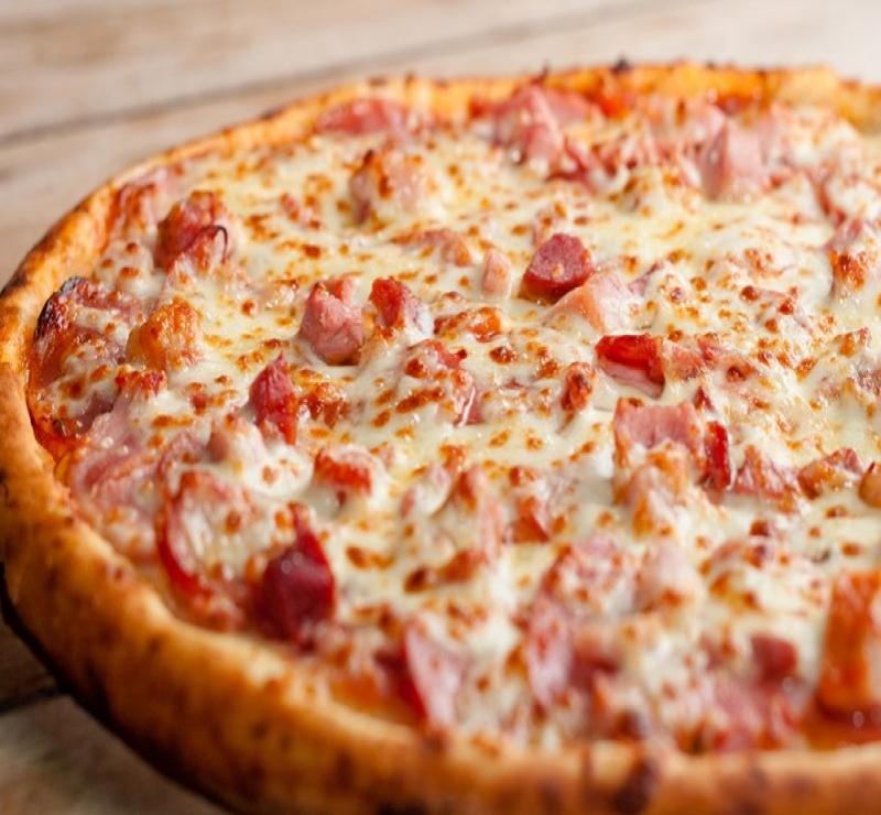 Pizza Média Presunto + 1 Pizza Média + Kuat