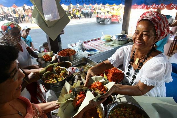 Ninguém resiste a um acarajé bem temperado pela Tia Baiana!