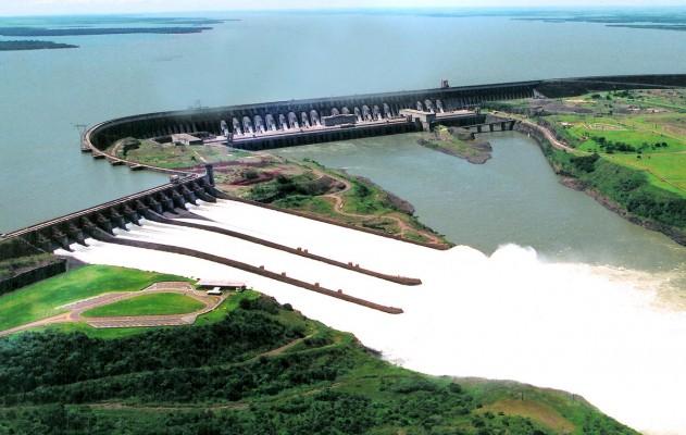 Uma foto espetacular de uma usina hidrelétrica