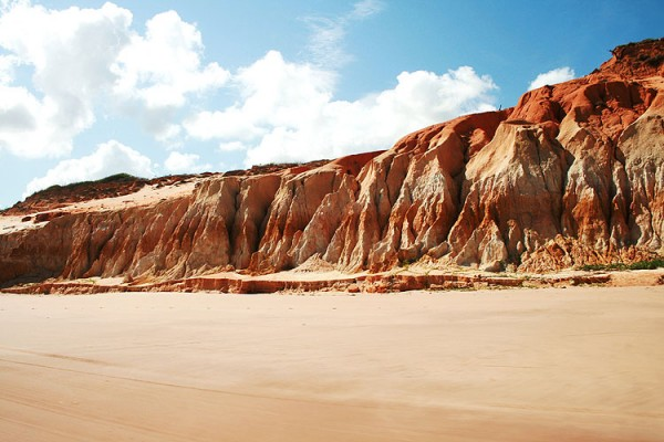 Falésia da praia de Canoa Quebrada em Fortaleza, Ceará.
