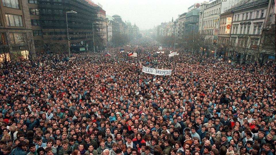Alexander Dubcek, líder da Primavera de Praga em 1968, liderou também a Revolução de Veludo em 1989