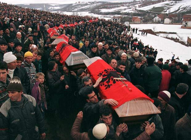 A Guerra de Kosovo em 1998 deixou milhares de mortos