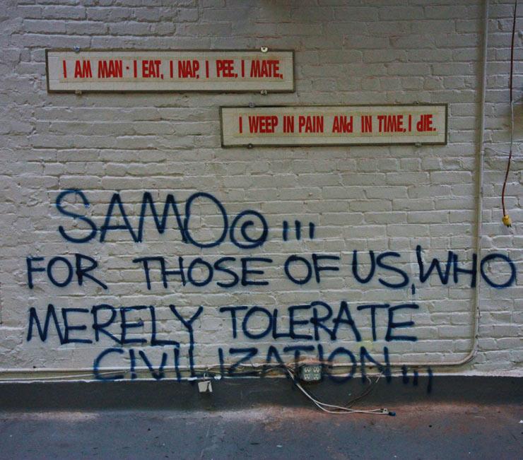 """Grafite de Basquiat, assinado como SAMO: """"Para aqueles de nós que quase meramente tolera a civilização"""""""