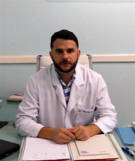 médico+ortopedista+especialista+em+mãos