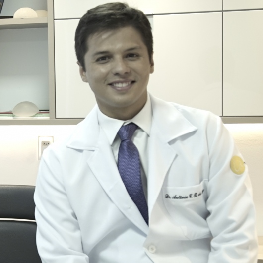 Dr. Antônio Castelo Branco de Deus opiniões - Cirurgião plástico ... 6808226d91