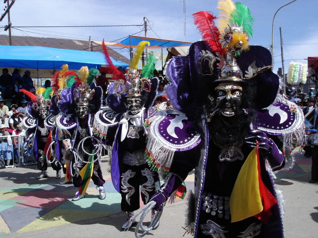 Farbenfroher Umzug beim Karneval in Oruro Bolivien