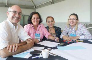Naiara Mendes (blusa escura) em encontro do Prêmio Itaú-Unicef.