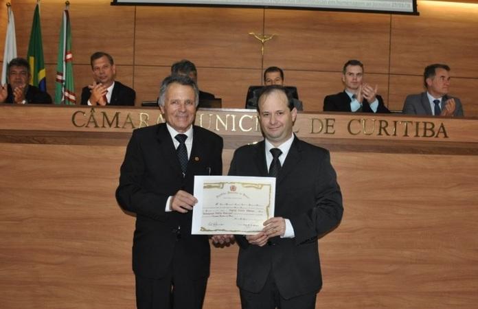Engerey recebe homenagem da Câmara de Vereadores de Curitiba