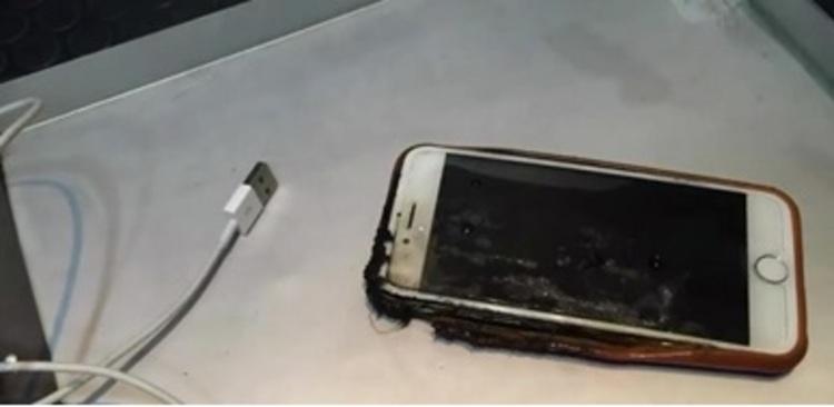 Por que usar o celular ligado na tomada é perigoso?