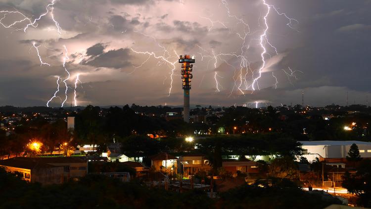 Chega a época do ano com maior ocorrência de raios no Brasil