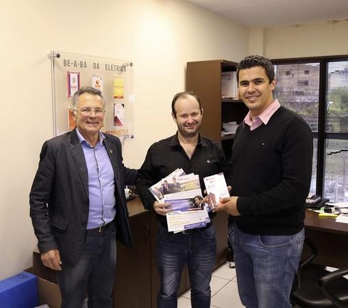 Dep. Federal, autor de projetos de lei para área de energia, visita empresa de painéis elétricos em Curitiba