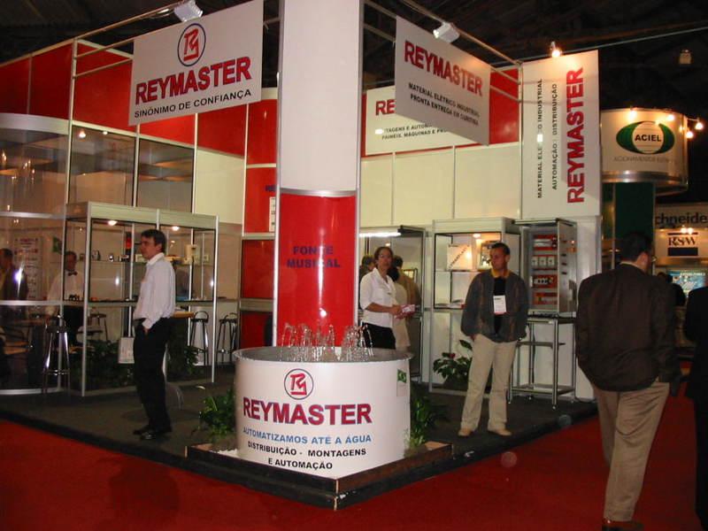 Stand da Reymaster na ELETRON 2003 destaca automação.