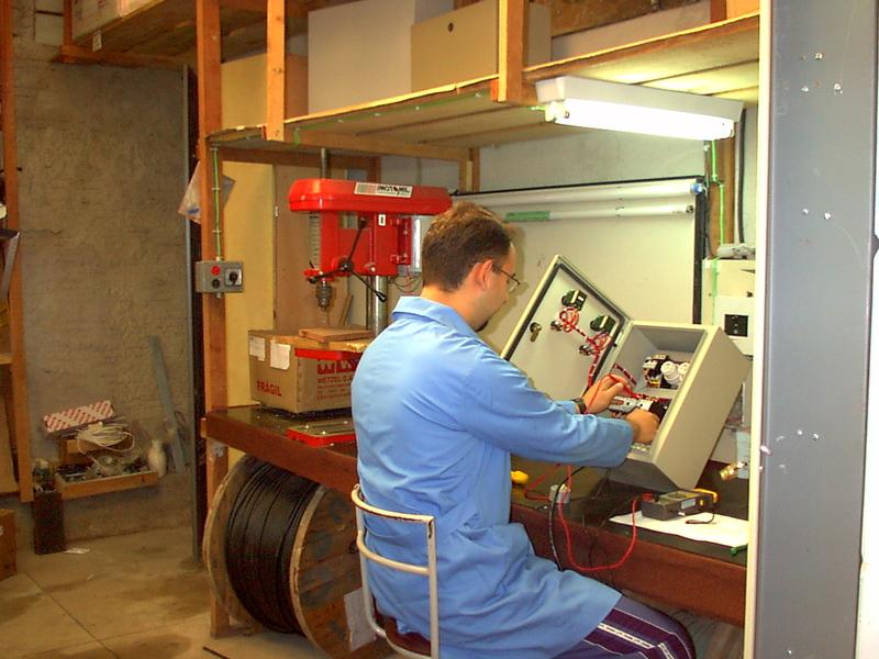 Setor de Montagem de Painéis Elétricos em 2002