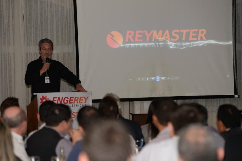 Marco Stoppa, diretor da Reymaster, apresentou a empresa e agradeceu a participação de todos