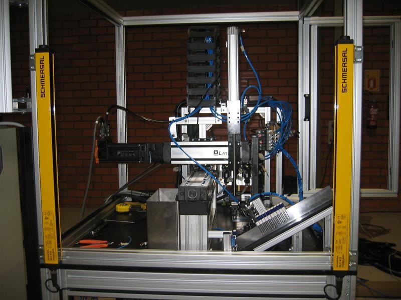 Máquina ilustra processo de automação - na ELETRON 2005
