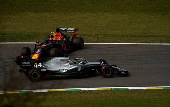 O choque entre Hamilton e Albon no GP do Brasil de 2019.