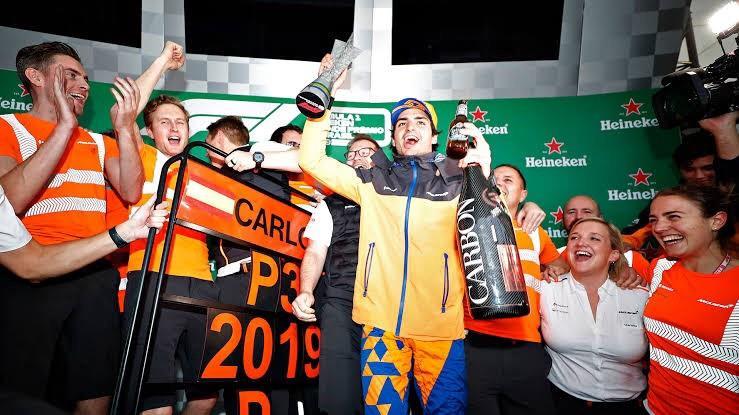 A comemoração de Carlos Sainz no GP do Brasil em 2019.