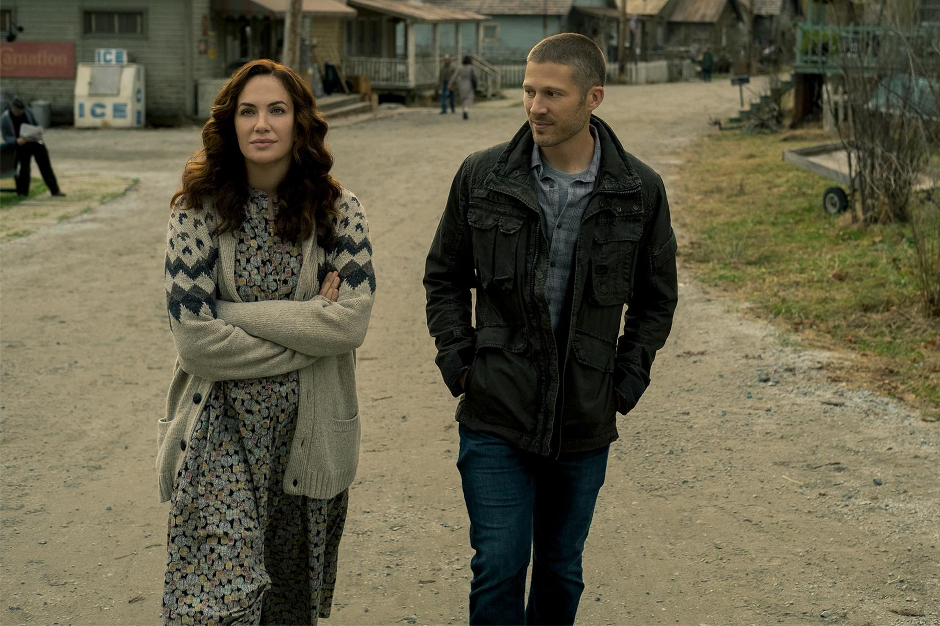 Erin Greene (Kate Siegel) e Riley Flynn (Zach Gilford).