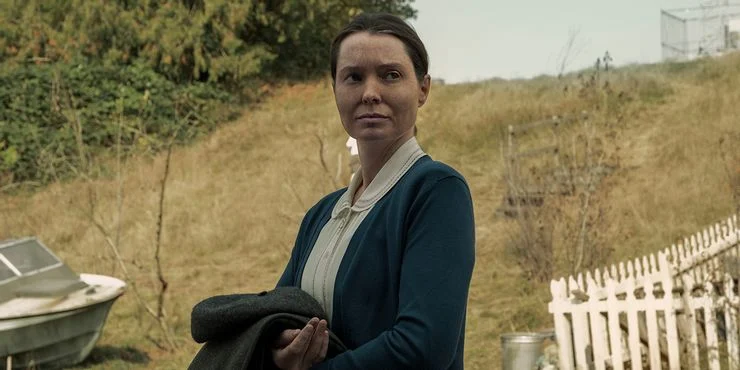 Bev Keane (Samantha Sloyan).