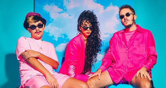 Os integrantes atuais da banda Rosa Neon.