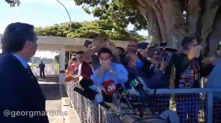 Correlegionários do presidente atacam jornalistas em defesa do líder do Executivo