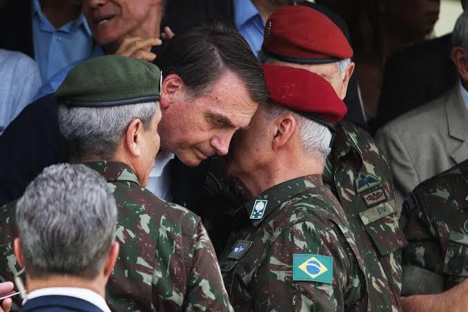 Bolsonaro perde apoio de militares