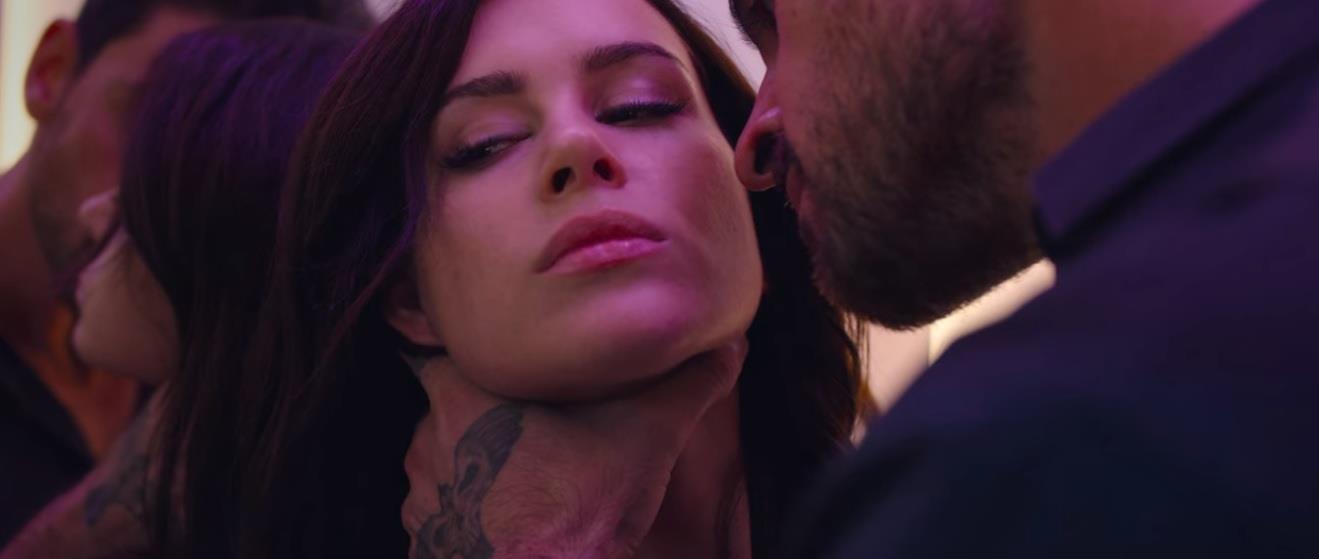 cenas de sexo em 365 Dni