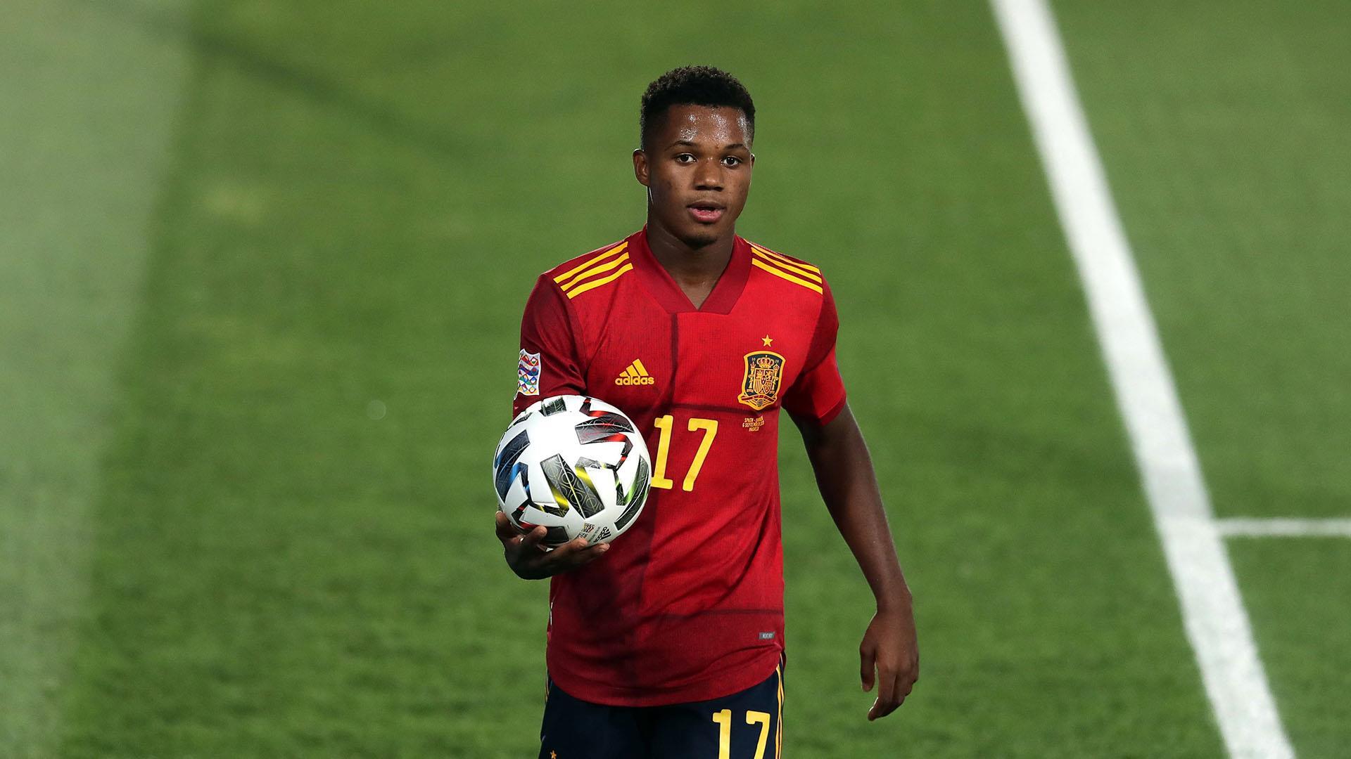 Ansu Fati jogando pela seleção da Espanha na Liga das Nações da UEFA 2020–2021 (Foto: Gonzalo Arroyo Moreno/Getty Images/Onefootball)
