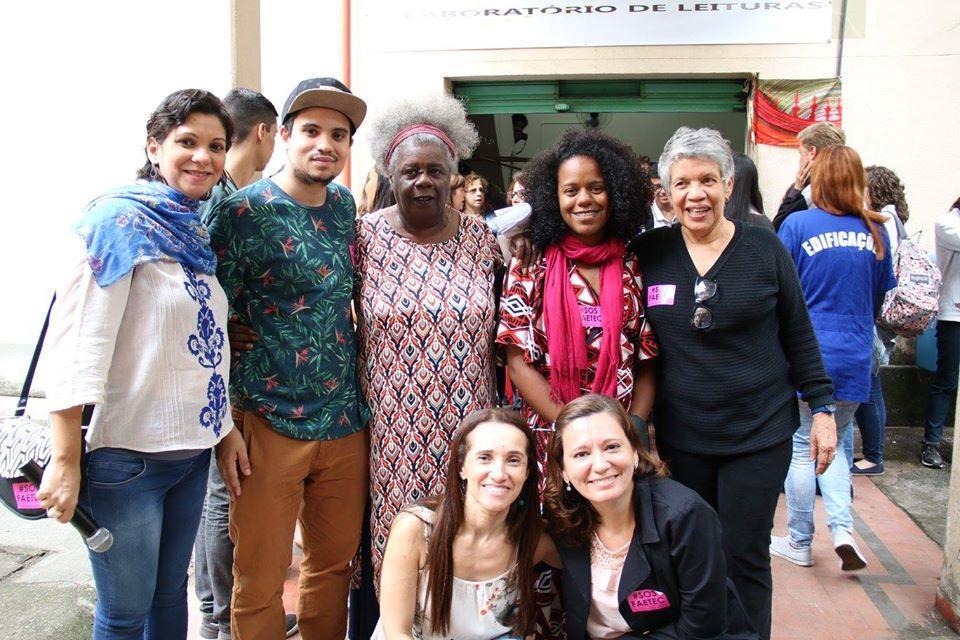 Professoras, visitantes e a escritora Conceição Evaristo, em 2017 no evento sobre amor urbano (Imagem extraída do Facebook)