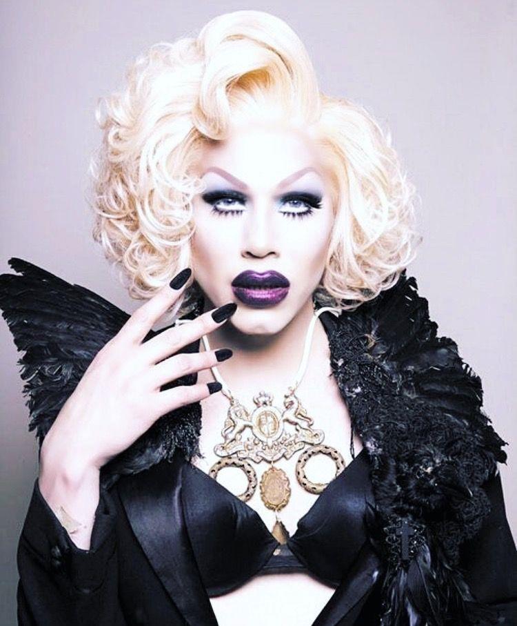 Foto da drag queen Sharon Needles