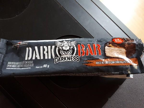 e3e69736b Barra Proteica Sabor Doce de Leite com Chocolate Chip Dark Bar Darkness  Integral Médica