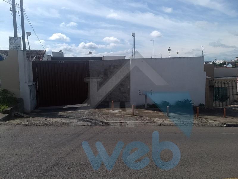 Sobrado com hidromassagem e piscina no Capão Raso, próximo Linha Verde
