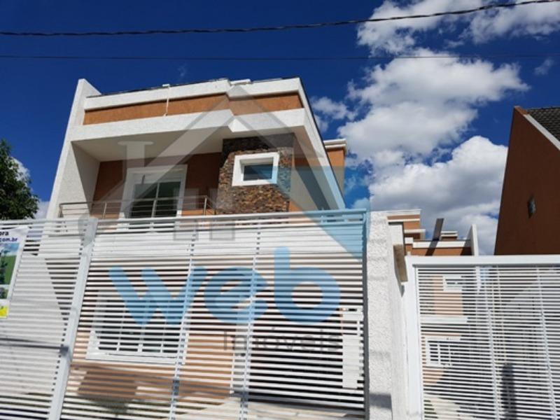 Sobrado de frente para rua, alto padrão no bairro Pinheirinho, podendo ser financiado.