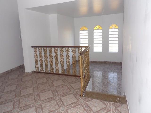 Ótima casa comercial, 5 salas 1 com banheiro, banheiro social, cozinha, área de serviço, quintal com mais 2 salas 1 banheiro, 1 salão, 1 quarto de des