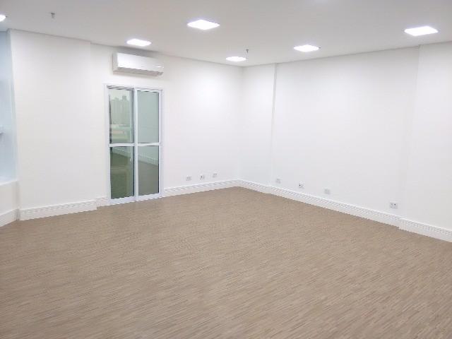 SALA para Locação CHACARA URBANA, JUNDIAI. 1 sala, 2 banheiros, iluminação LED, 2 ar-condicionados - Tudo novo! 44,70 construída, 50,00 total. Locação
