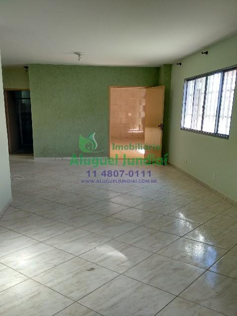 Casa locação jundiaí, 3 dormitórios sendo 1 com armário, sala, cozinha com bom espaço e armários