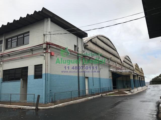 Galpão com 1500mts, localizado no distrito industrial em Jundiaí, as margens da Via Anhanguera. Possui pé direito de 7 metros, portão principal com 6x
