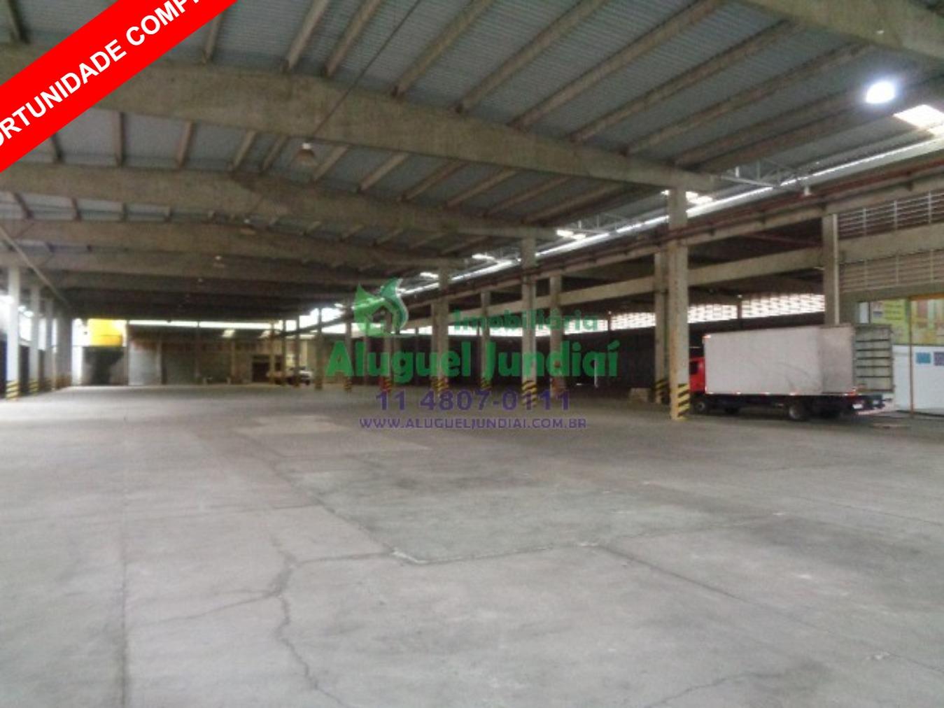 OPORTUNIDADE. Excelente galpão industrial para venda ou locação em Jundiaí, região central, 11.000 m² Terreno e 8.700 m² área construída, dividida em