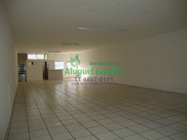 Salão comercial térreo para locação no Bairro Vianelo em Jundiaí com aproximadamente 450m², 20 vagas sub-solo