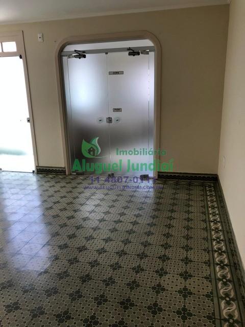 Casa/Sobrado (todo reformado) para locação em Região Central de Jundiaí com 5 salas (1 com sacada), SEM VAGA