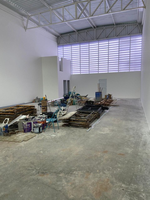 Salão (NOVO)Térreo Comercial p/locação Bairro Vianelo em Jundiaí c/AT 300m² e AC 180m² , pé direito  6 metros, 4 vgs frontais.FINALIZANDO CONSTRUÇÃO