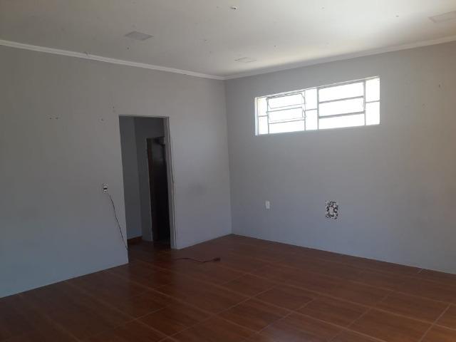 Salão Térreo para locação no Bairro Jundiaí Mirim em Jundiaí com aproximadamente 25 m², 1 banheiro social,  porta de vidro e de aço,SEM VAGA.