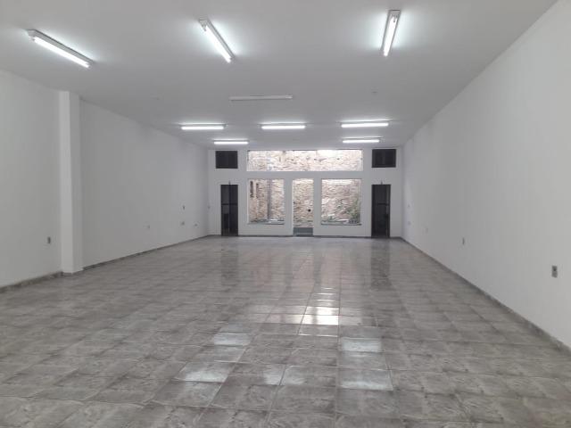 Salão Comercial térreo p/locação no centro de Jundiaí com aproximadamente 200m²(vão livre),  2 vg frontal (1 rotativa)