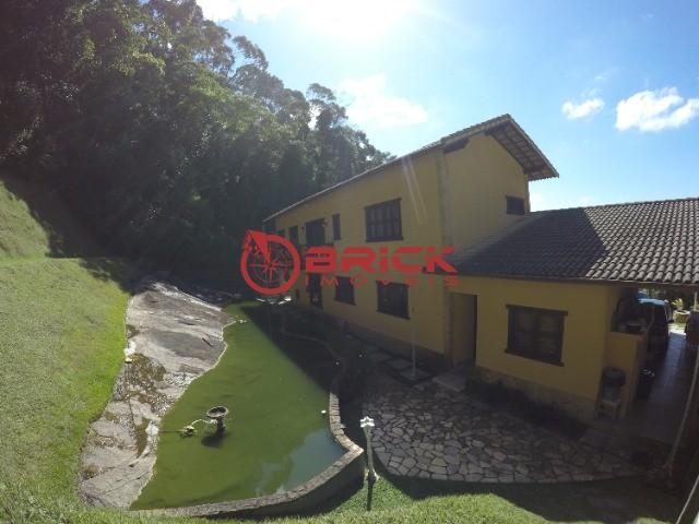 Excelente propriedade no Golfe com 2 ótimas casas.