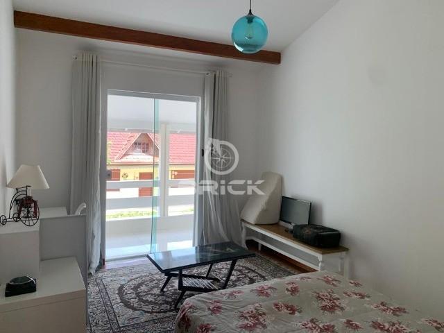 Casa com 6 quartos sendo 3 suítes em condomínio com lazer completo no Comary.