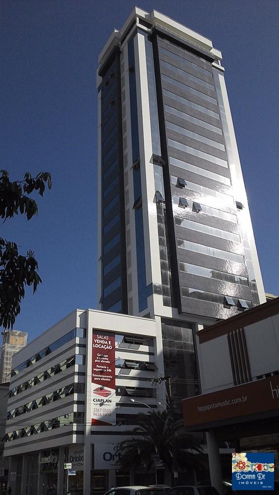 EDIFÍCIO CIAPLAN EMPRESARIAL - SALA COMERCIAL 58 M² - ALTO PADRÃO - NA RUA 1822, ESQUINA COM A TERCEIRA AVENIDA.