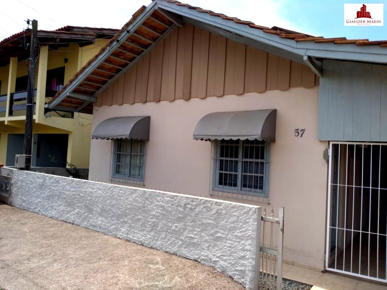 Casa averbada no Centro de Navegantes
